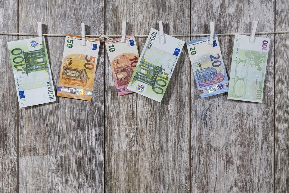 Доллар иевро упали вцене  впроцессе  торгов вторника